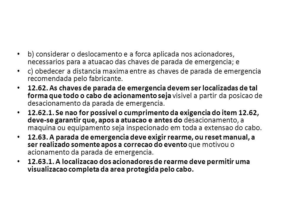 b) considerar o deslocamento e a forca aplicada nos acionadores, necessarios para a atuacao das chaves de parada de emergencia; e