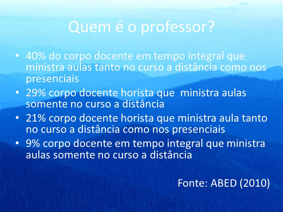 Quem é o professor 40% do corpo docente em tempo integral que ministra aulas tanto no curso a distância como nos presenciais.