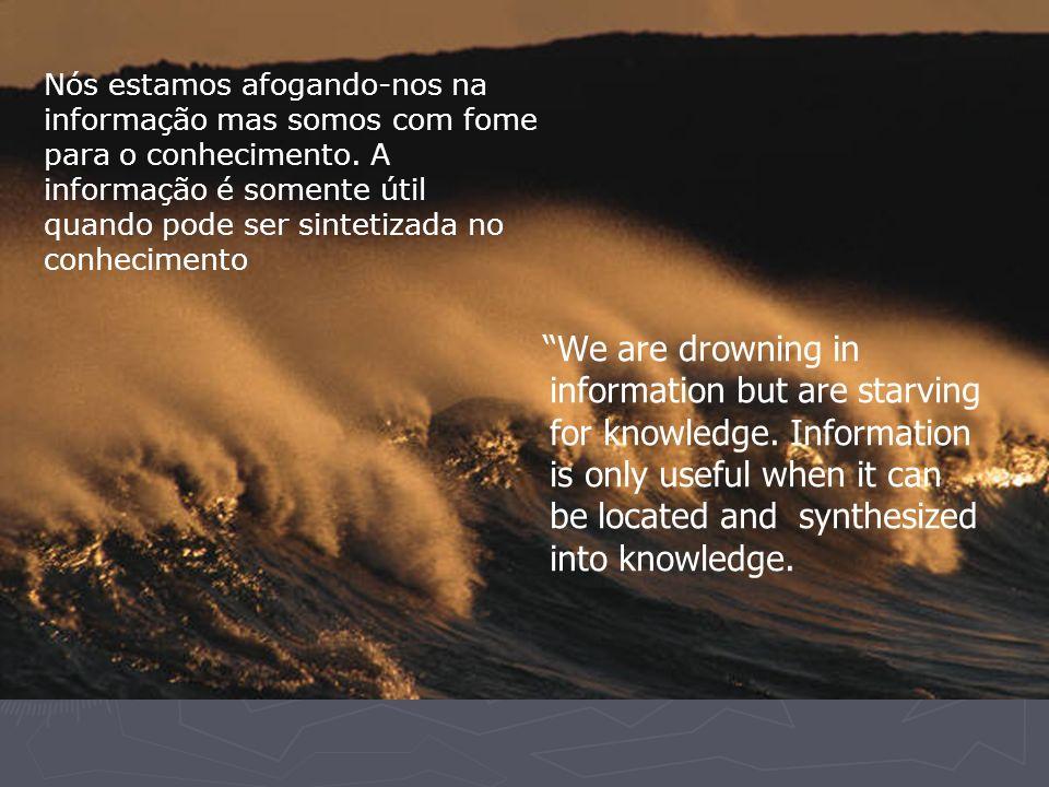 Nós estamos afogando-nos na informação mas somos com fome para o conhecimento. A informação é somente útil quando pode ser sintetizada no conhecimento