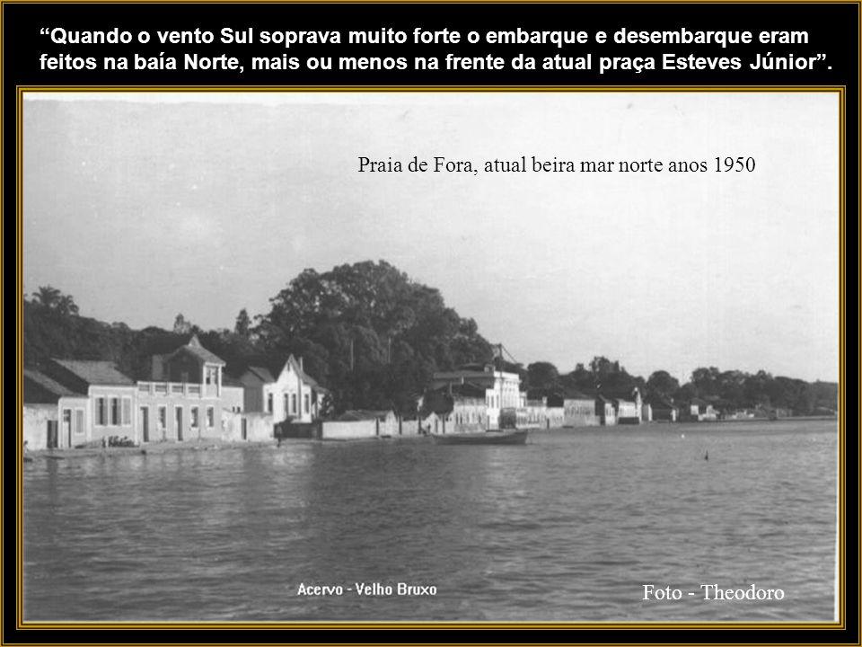 Quando o vento Sul soprava muito forte o embarque e desembarque eram feitos na baía Norte, mais ou menos na frente da atual praça Esteves Júnior .