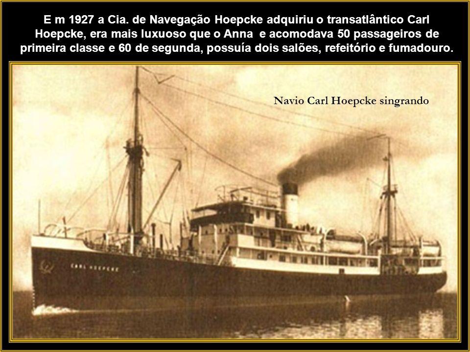 Navio Carl Hoepcke singrando