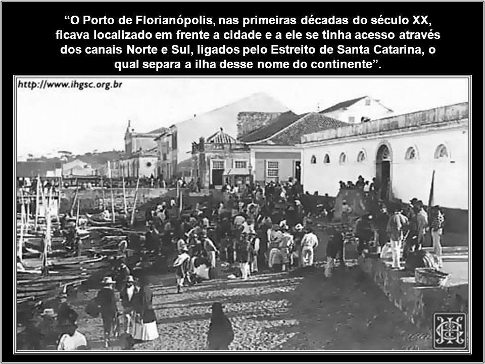 O Porto de Florianópolis, nas primeiras décadas do século XX, ficava localizado em frente a cidade e a ele se tinha acesso através dos canais Norte e Sul, ligados pelo Estreito de Santa Catarina, o qual separa a ilha desse nome do continente .