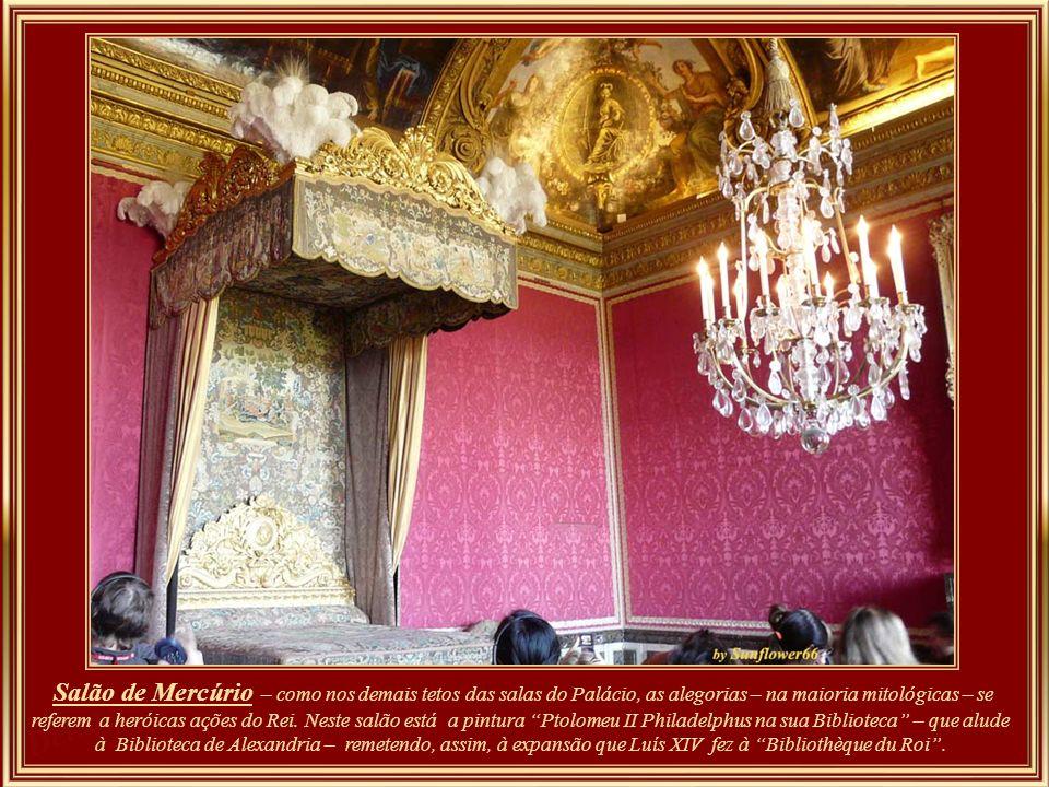 Salão de Mercúrio – como nos demais tetos das salas do Palácio, as alegorias – na maioria mitológicas – se referem a heróicas ações do Rei.
