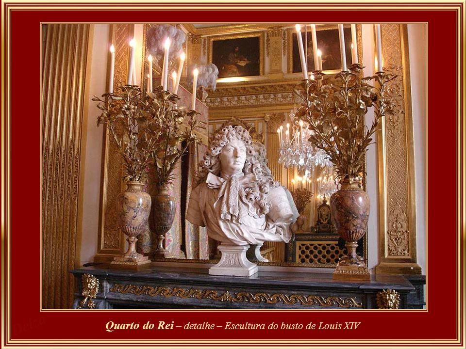 Quarto do Rei – detalhe – Escultura do busto de Louis XIV
