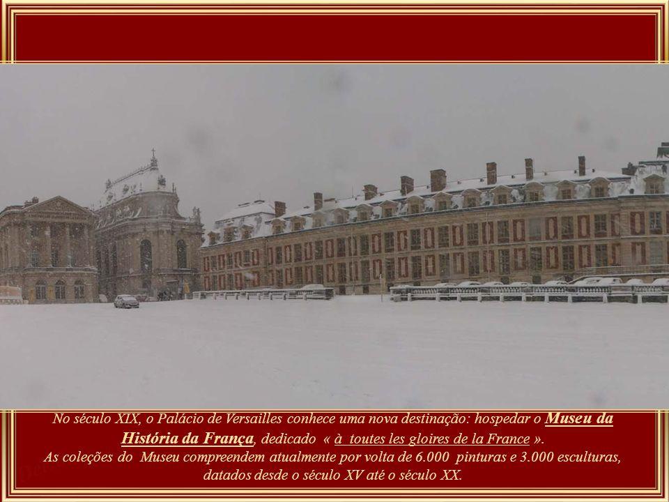 No século XIX, o Palácio de Versailles conhece uma nova destinação: hospedar o Museu da História da França, dedicado « à toutes les gloires de la France ».