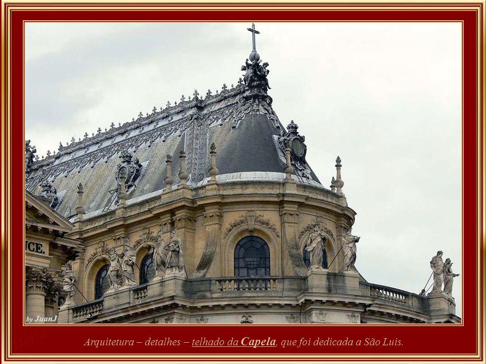 Arquitetura – detalhes – telhado da Capela, que foi dedicada a São Luis.