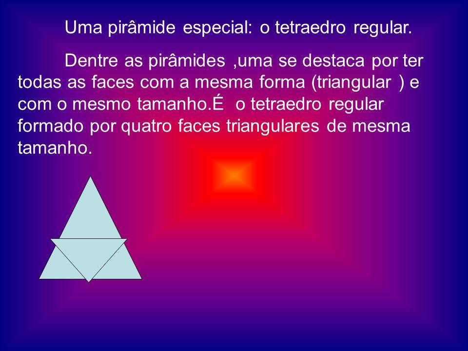 Uma pirâmide especial: o tetraedro regular.