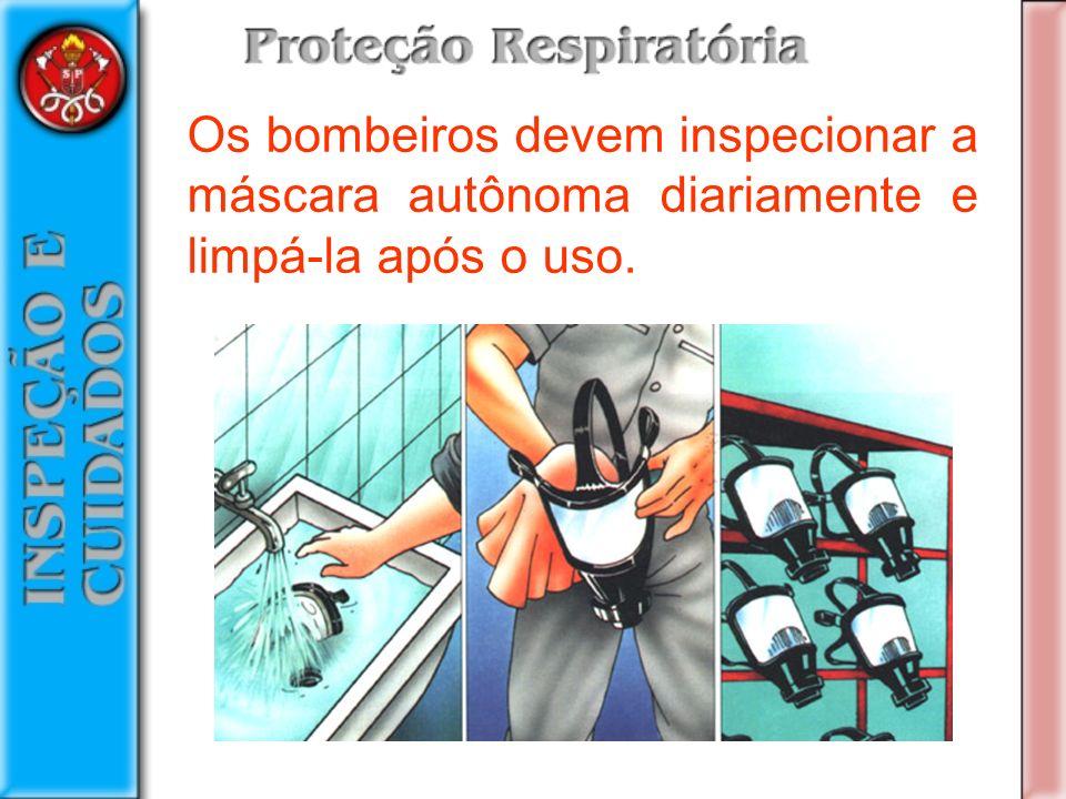 Os bombeiros devem inspecionar a máscara autônoma diariamente e limpá-la após o uso.