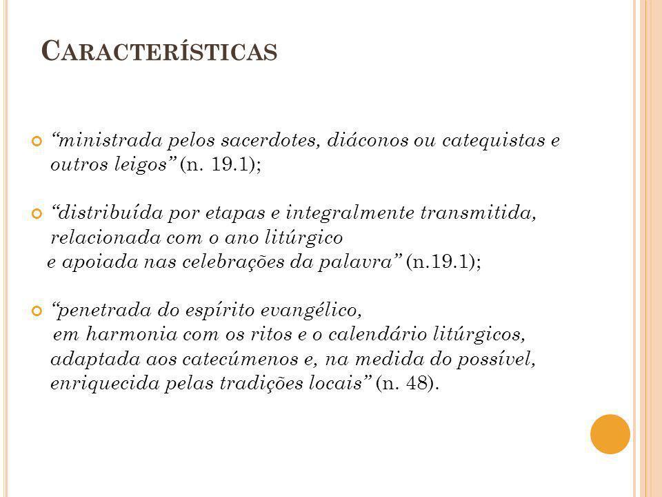 Características ministrada pelos sacerdotes, diáconos ou catequistas e outros leigos (n. 19.1);
