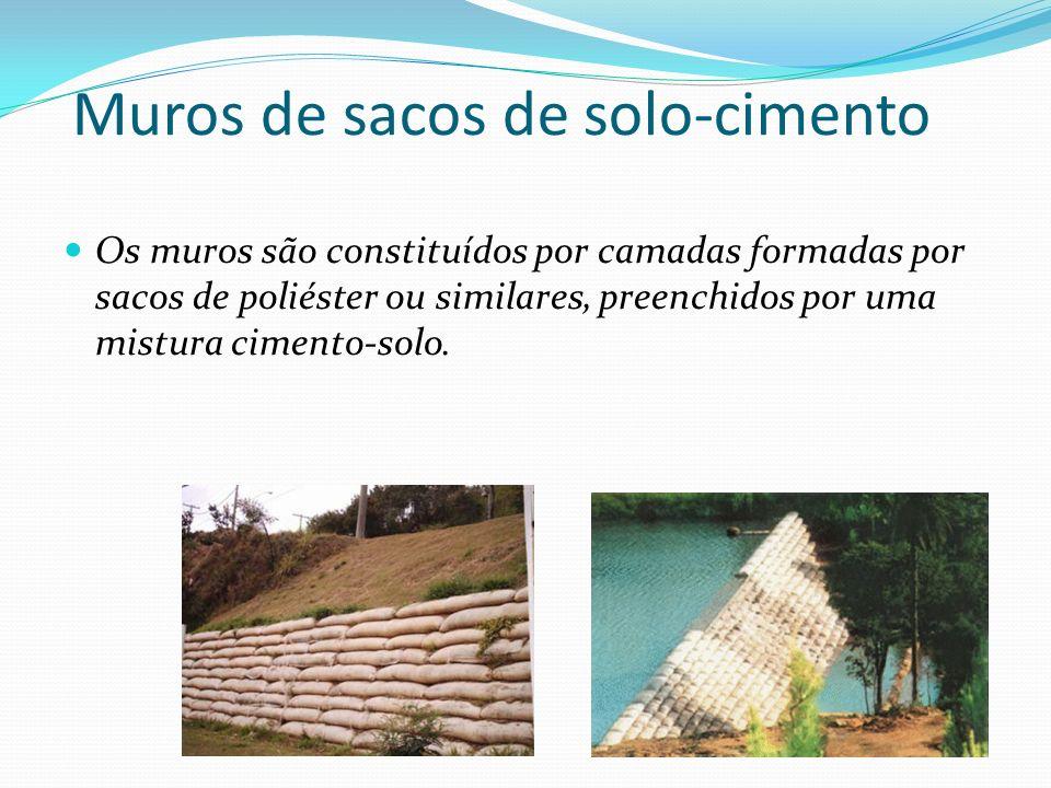 Muros de sacos de solo-cimento
