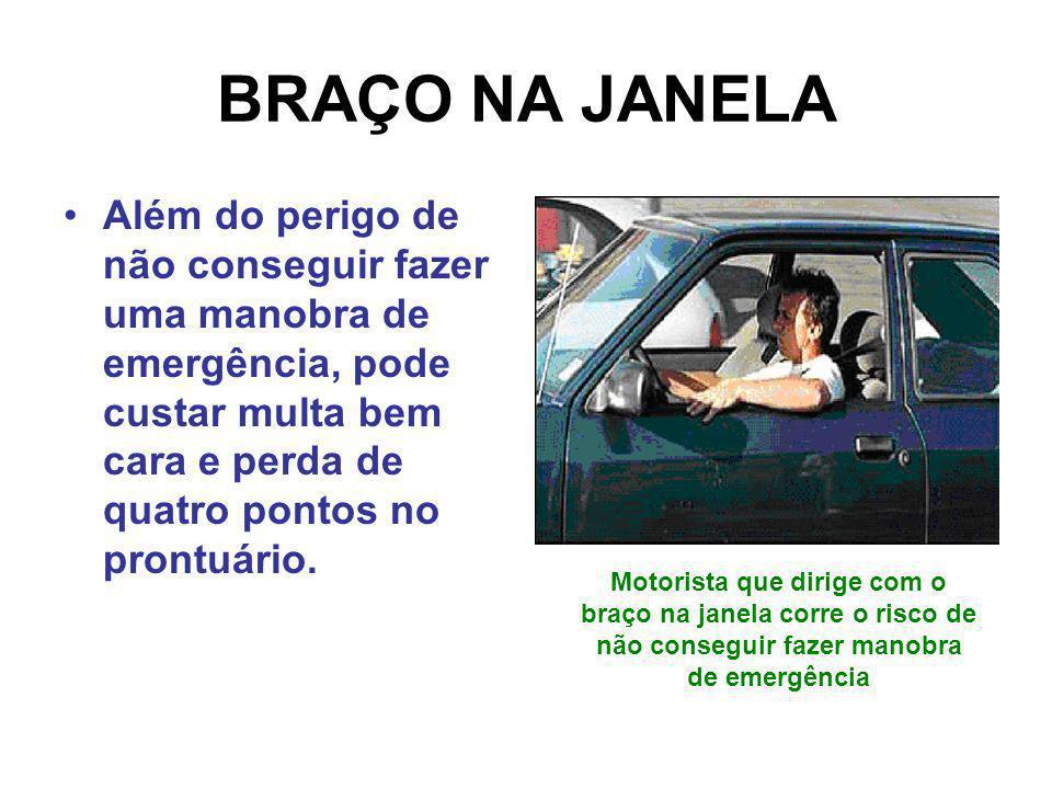 BRAÇO NA JANELA Além do perigo de não conseguir fazer uma manobra de emergência, pode custar multa bem cara e perda de quatro pontos no prontuário.