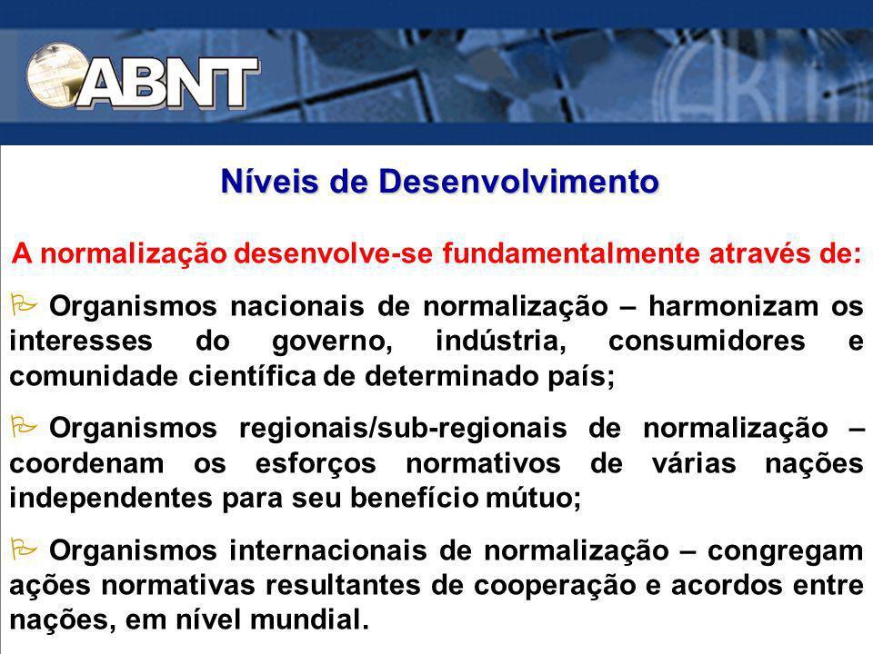 A normalização desenvolve-se fundamentalmente através de: