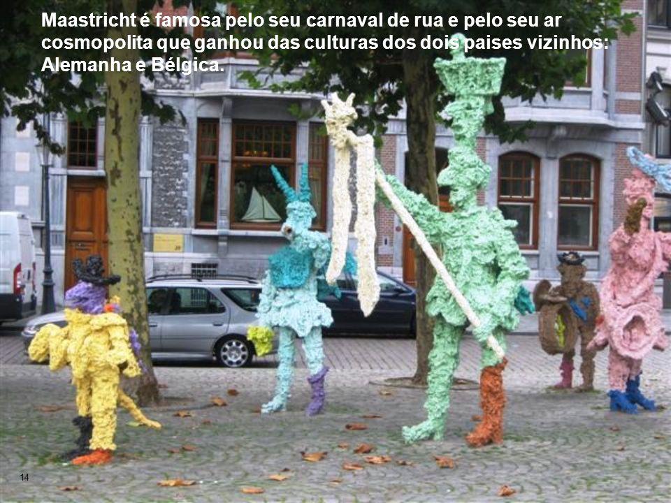 Maastricht é famosa pelo seu carnaval de rua e pelo seu ar cosmopolita que ganhou das culturas dos dois paises vizinhos: Alemanha e Bélgica.