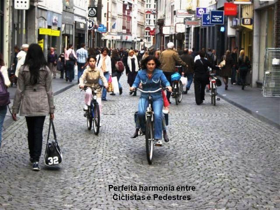 Perfeita harmonia entre Ciclistas e Pedestres