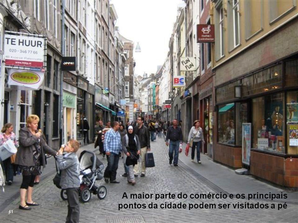 A maior parte do comércio e os principais pontos da cidade podem ser visitados a pé
