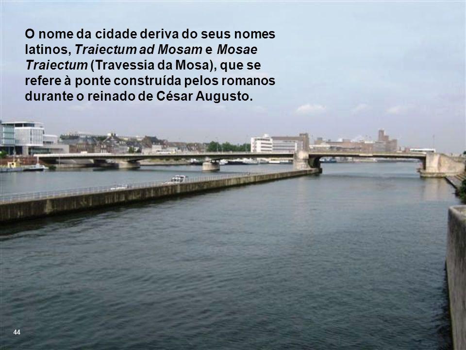 O nome da cidade deriva do seus nomes latinos, Traiectum ad Mosam e Mosae Traiectum (Travessia da Mosa), que se refere à ponte construída pelos romanos durante o reinado de César Augusto.