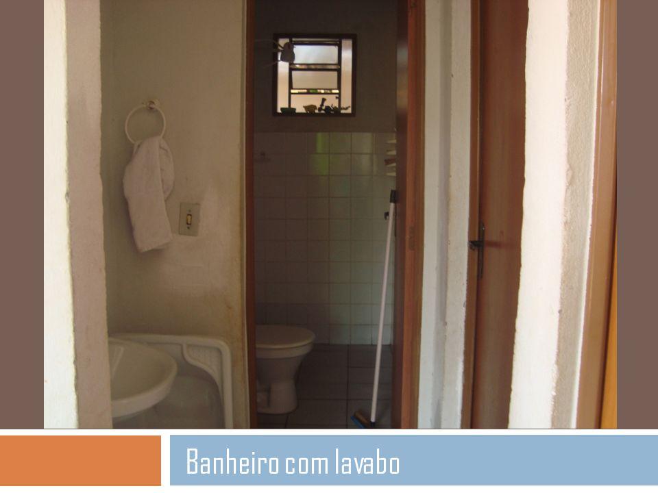 Banheiro com lavabo