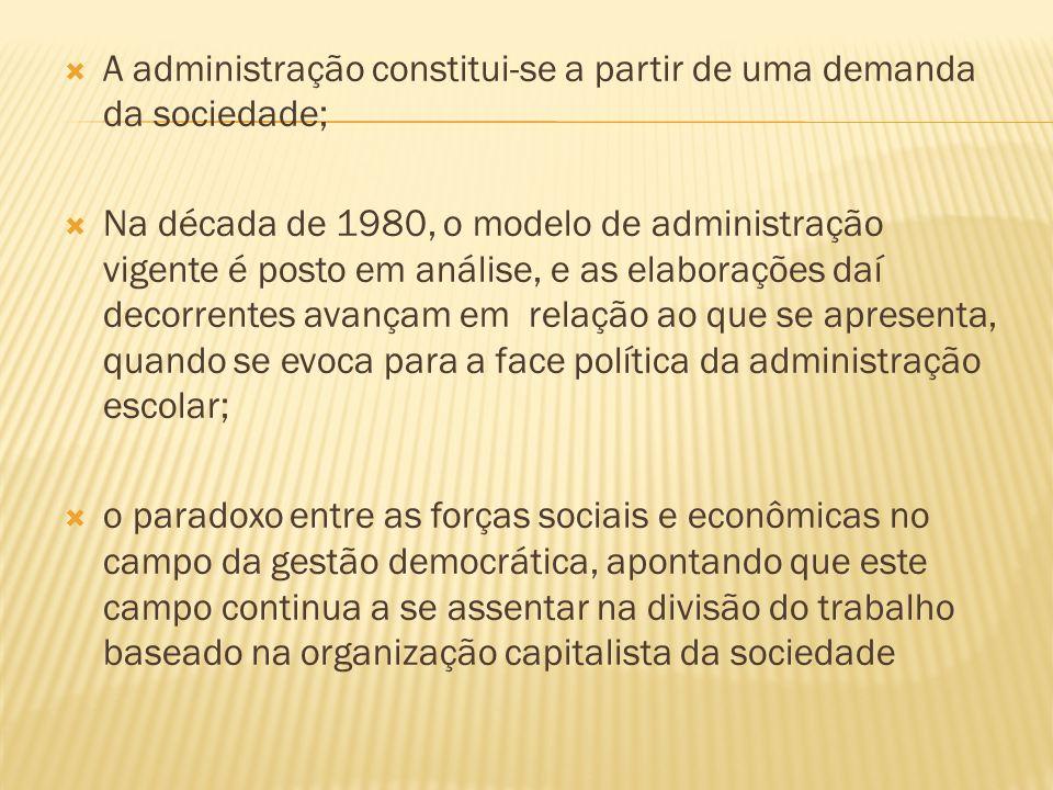 A administração constitui-se a partir de uma demanda da sociedade;