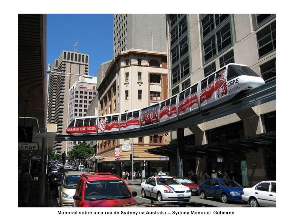 Monorail sobre uma rua de Sydney na Austrália – Sydney Monorail Gobeirne