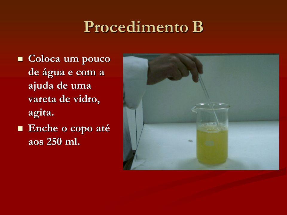 Procedimento B Coloca um pouco de água e com a ajuda de uma vareta de vidro, agita.