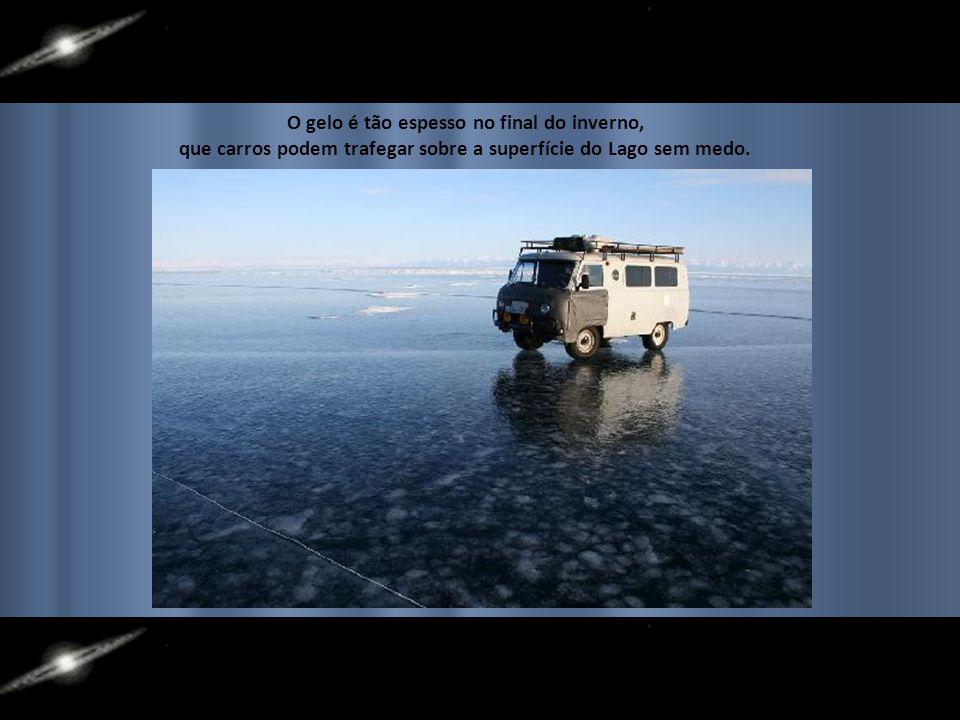 O gelo é tão espesso no final do inverno,