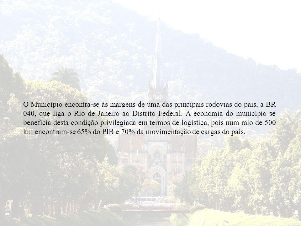 O Município encontra-se às margens de uma das principais rodovias do país, a BR 040, que liga o Rio de Janeiro ao Distrito Federal.