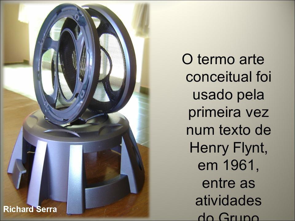 O termo arte conceitual foi usado pela primeira vez num texto de Henry Flynt, em 1961, entre as atividades do Grupo Fluxus.