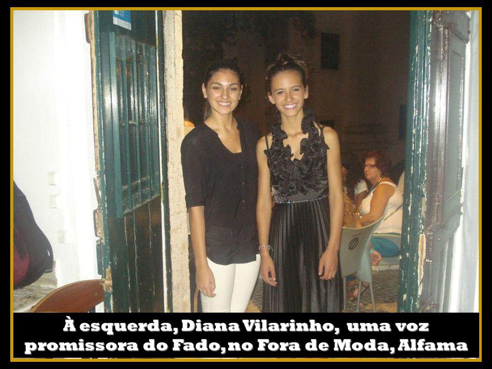 À esquerda, Diana Vilarinho, uma voz promissora do Fado, no Fora de Moda, Alfama
