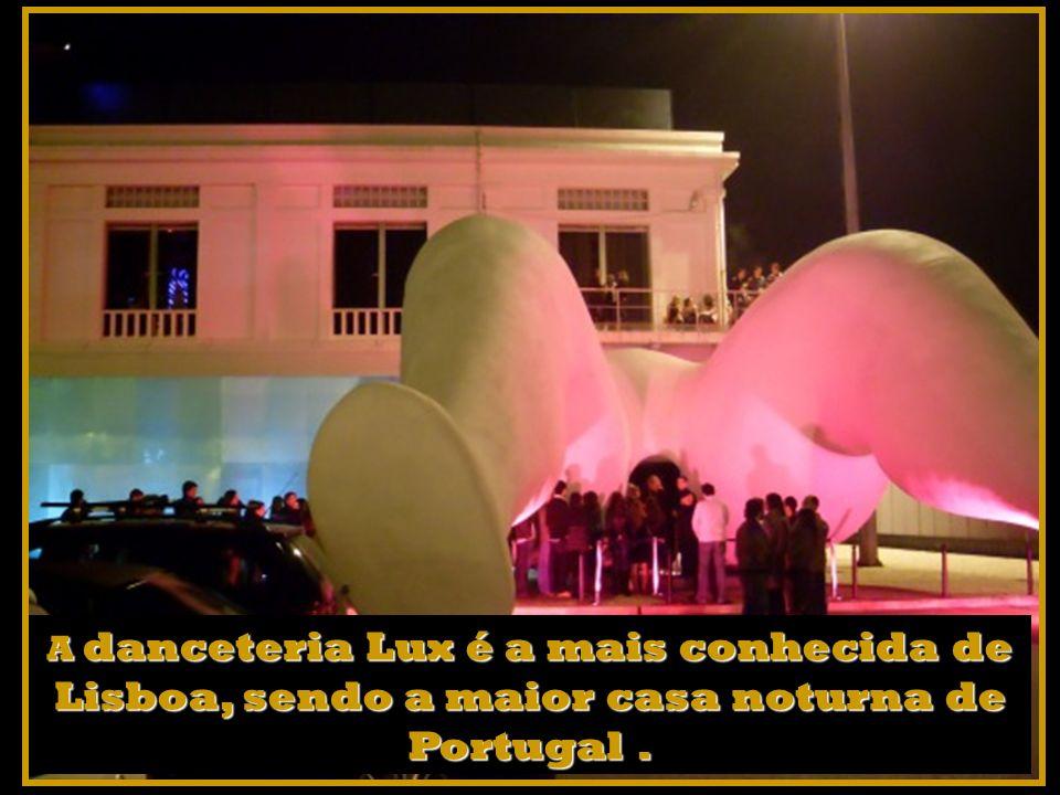 A danceteria Lux é a mais conhecida de Lisboa, sendo a maior casa noturna de Portugal .