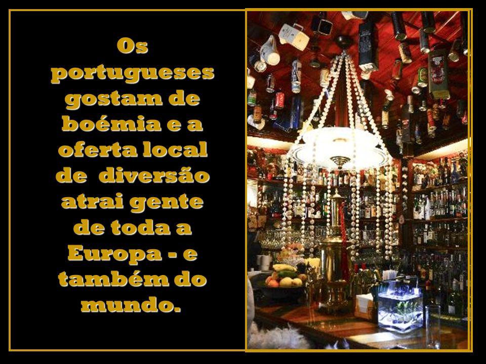 Os portugueses gostam de boémia e a oferta local de diversão atrai gente de toda a Europa - e também do mundo.