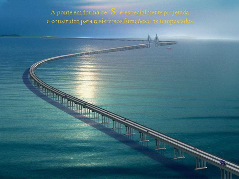 A ponte em forma de 'S' é especialmente projetada e construída para resistir aos furacões e às tempestades
