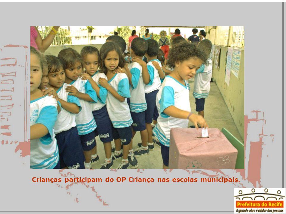 Crianças participam do OP Criança nas escolas municipais.