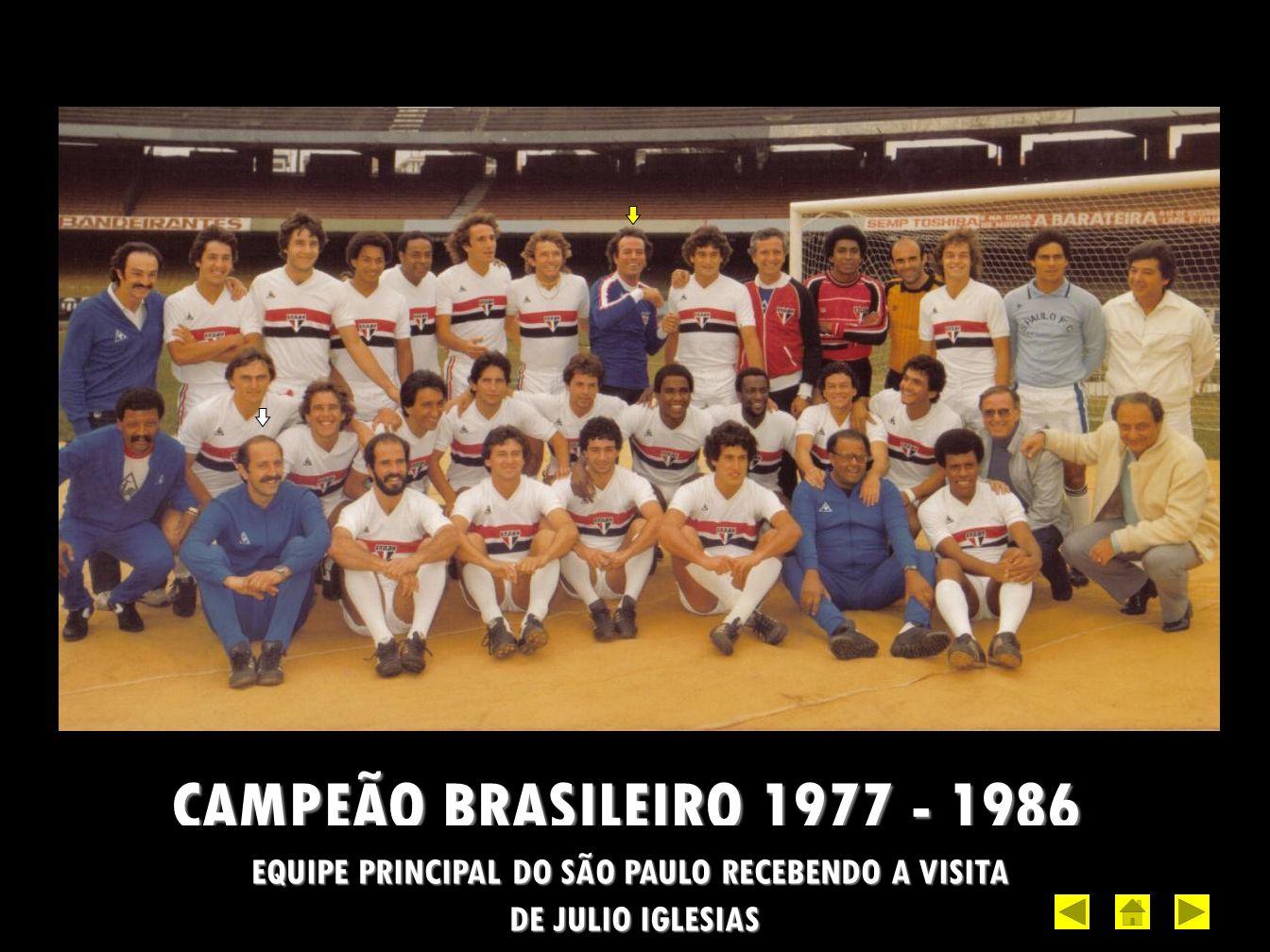 EQUIPE PRINCIPAL DO SÃO PAULO RECEBENDO A VISITA
