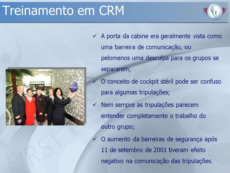 Treinamento em CRM A porta da cabine era geralmente vista como uma barreira de comunicação, ou pelomenos uma desculpa para os grupos se separarem;