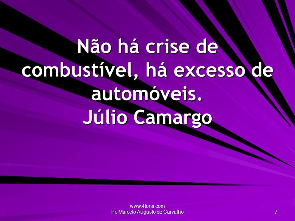 Não há crise de combustível, há excesso de automóveis. Júlio Camargo