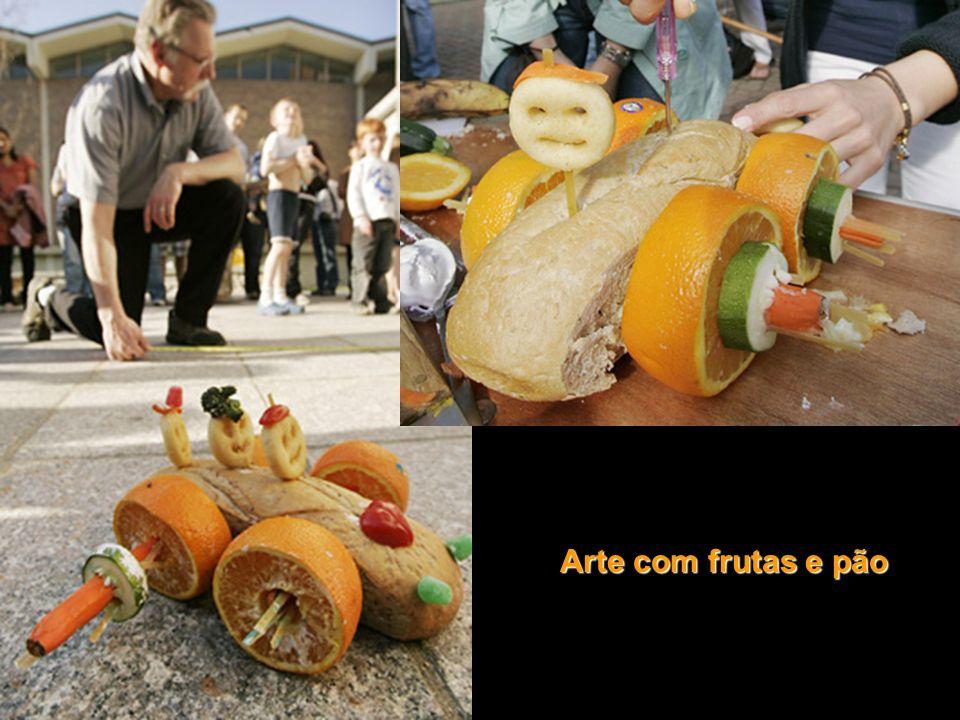Arte com frutas e pão
