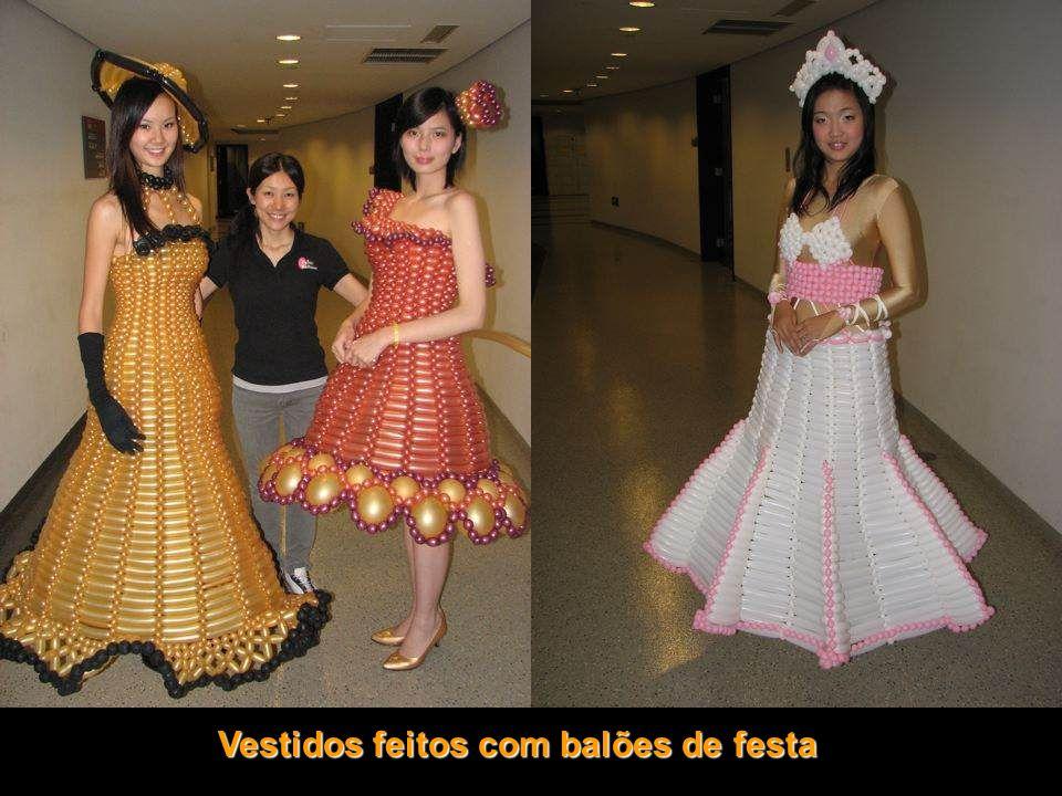 Vestidos feitos com balões de festa
