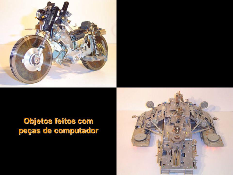 Objetos feitos com peças de computador