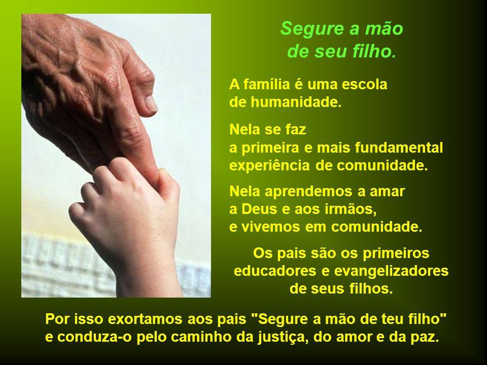 Os pais são os primeiros educadores e evangelizadores de seus filhos.