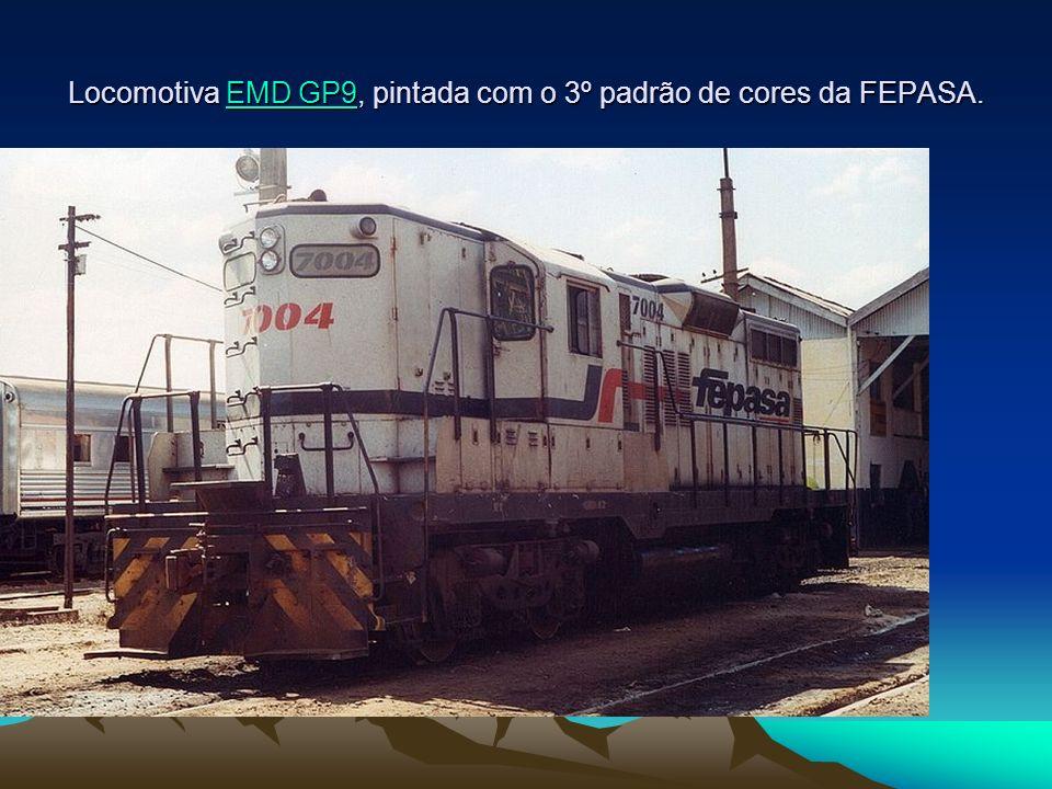 Locomotiva EMD GP9, pintada com o 3º padrão de cores da FEPASA.