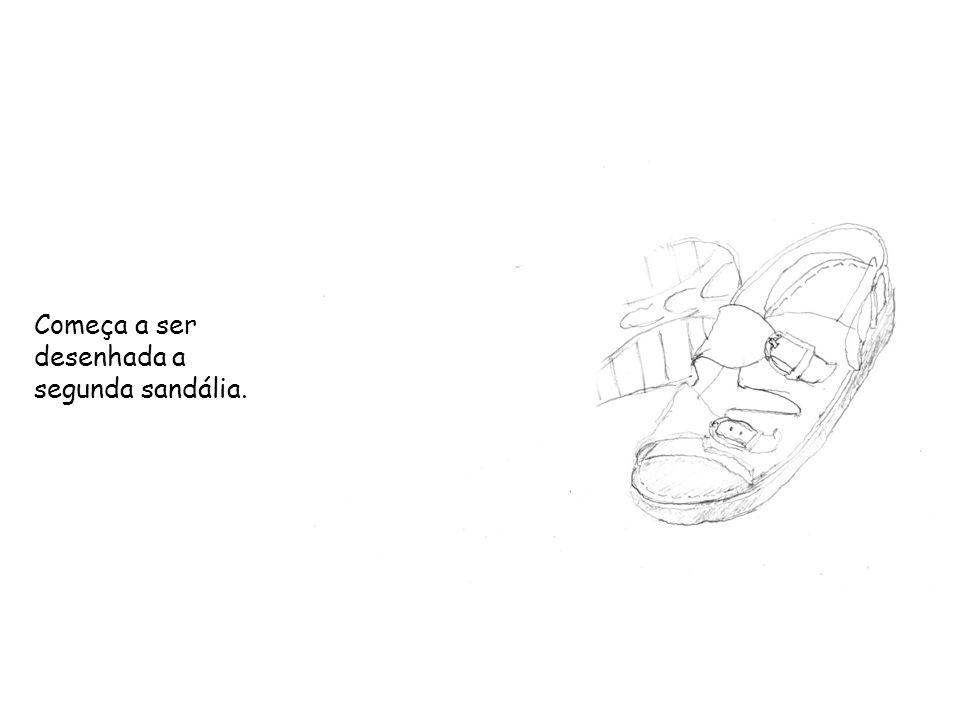 Começa a ser desenhada a segunda sandália.