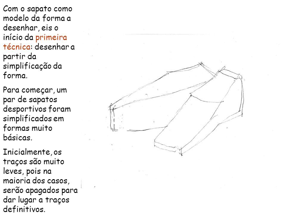 Com o sapato como modelo da forma a desenhar, eis o início da primeira técnica: desenhar a partir da simplificação da forma.