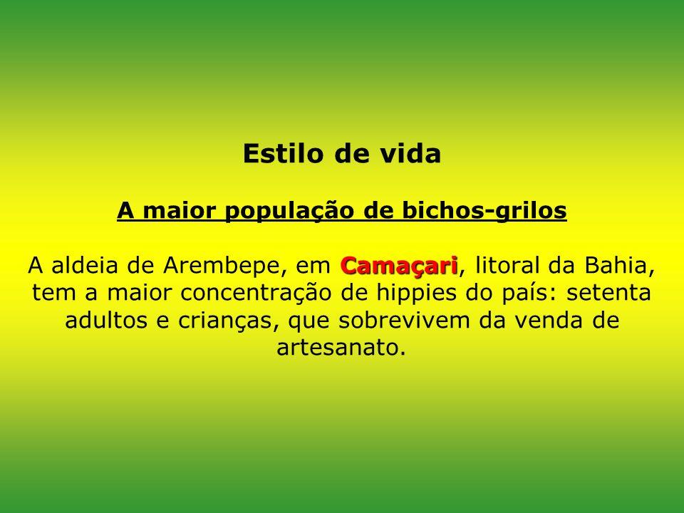 Estilo de vida A maior população de bichos-grilos A aldeia de Arembepe, em Camaçari, litoral da Bahia, tem a maior concentração de hippies do país: setenta adultos e crianças, que sobrevivem da venda de artesanato.