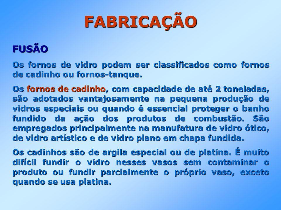 FABRICAÇÃO FUSÃO. Os fornos de vidro podem ser classificados como fornos de cadinho ou fornos-tanque.