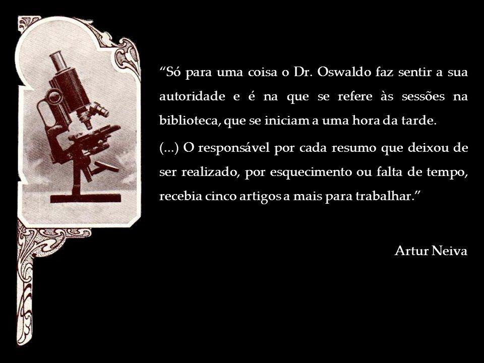 Só para uma coisa o Dr. Oswaldo faz sentir a sua autoridade e é na que se refere às sessões na biblioteca, que se iniciam a uma hora da tarde.