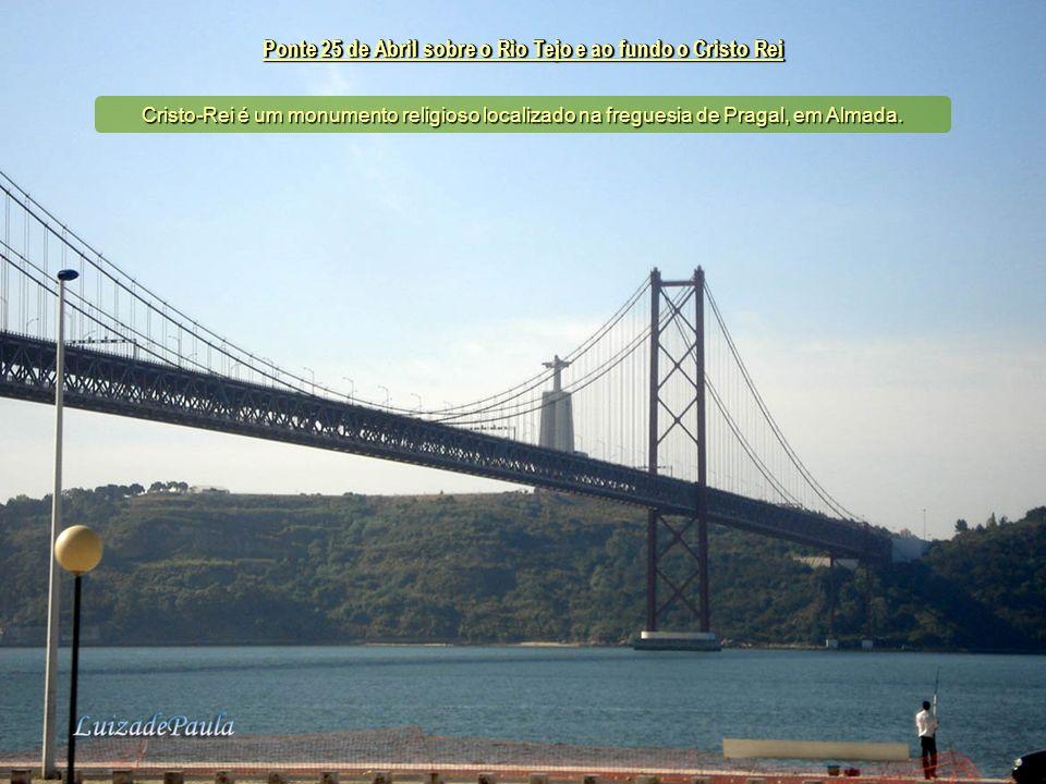 Ponte 25 de Abril sobre o Rio Tejo e ao fundo o Cristo Rei