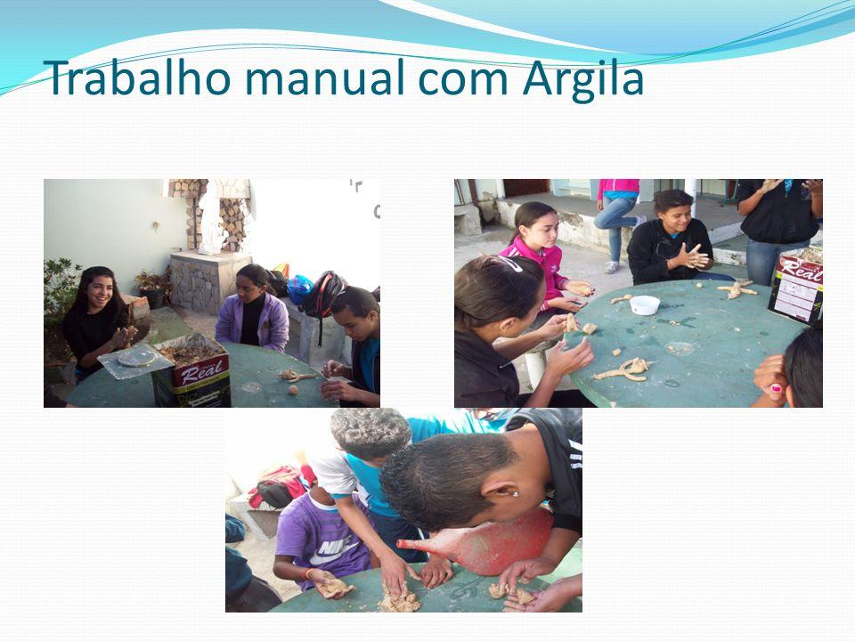 Trabalho manual com Argila