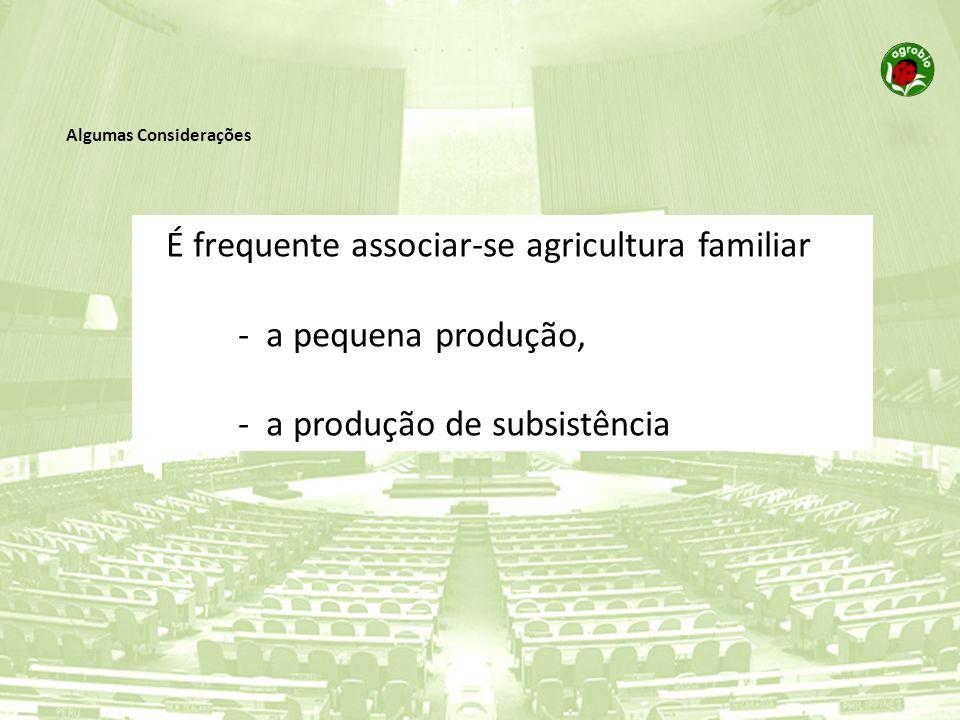 É frequente associar-se agricultura familiar - a pequena produção,