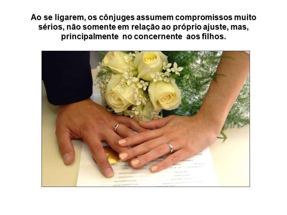 Ao se ligarem, os cônjuges assumem compromissos muito sérios, não somente em relação ao próprio ajuste, mas, principalmente no concernente aos filhos.