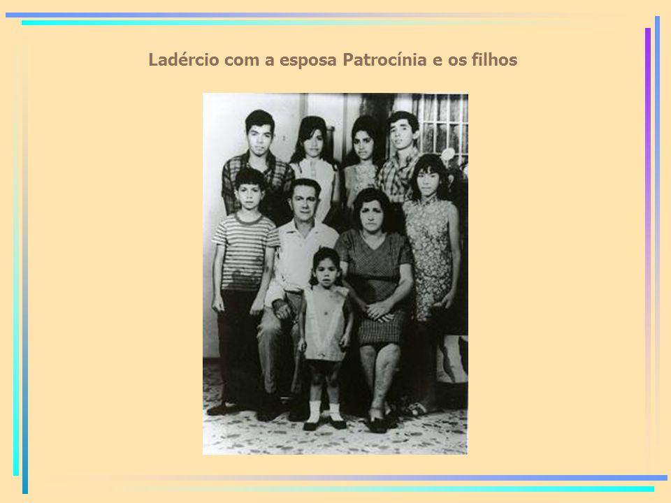 Ladércio com a esposa Patrocínia e os filhos